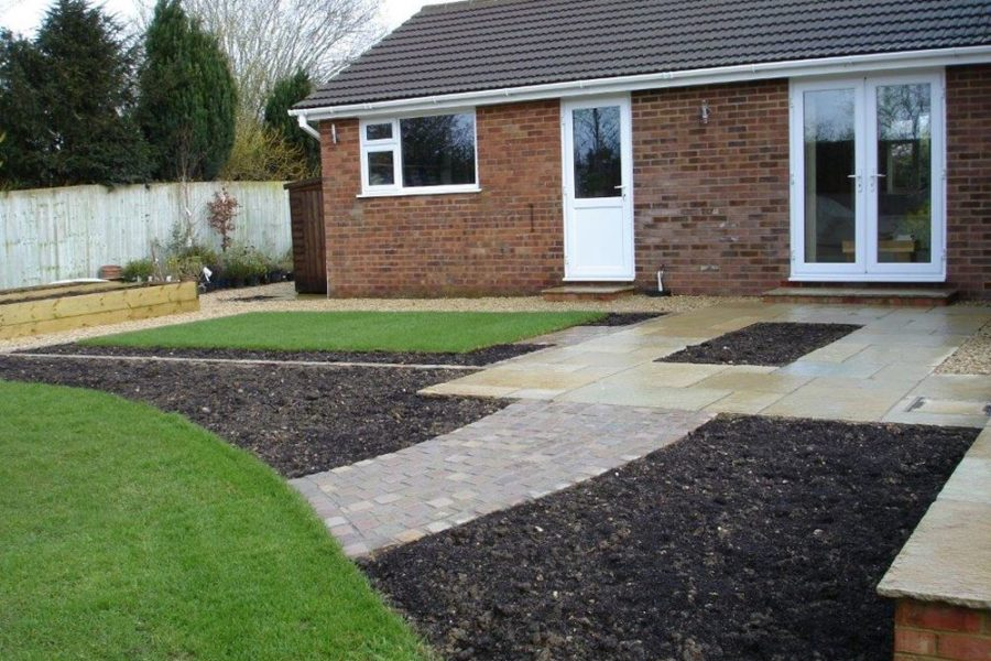 ... and the installation of a feature & low planting in the rectangular bed in the middle of the paving.